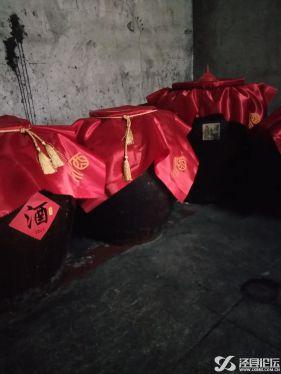传统手工酿造纯粮食酒。高粱酒